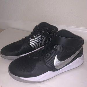 Boys Nike Fly Ease Team Hustle D9 Sneakers